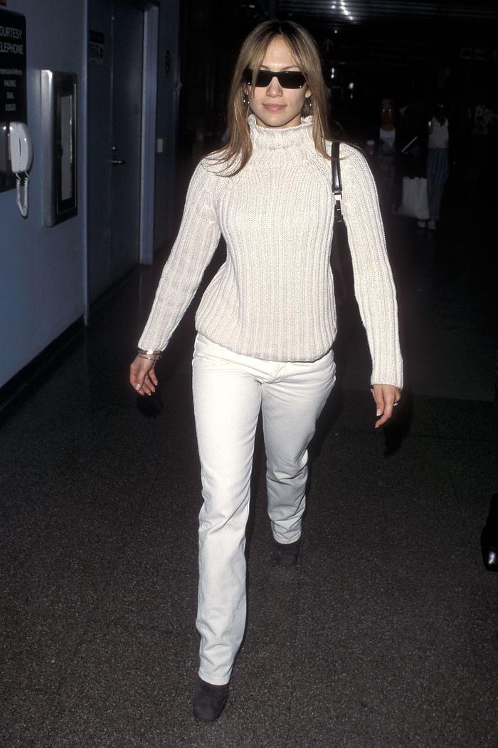 Jennifer Lopez airport outfit 1999