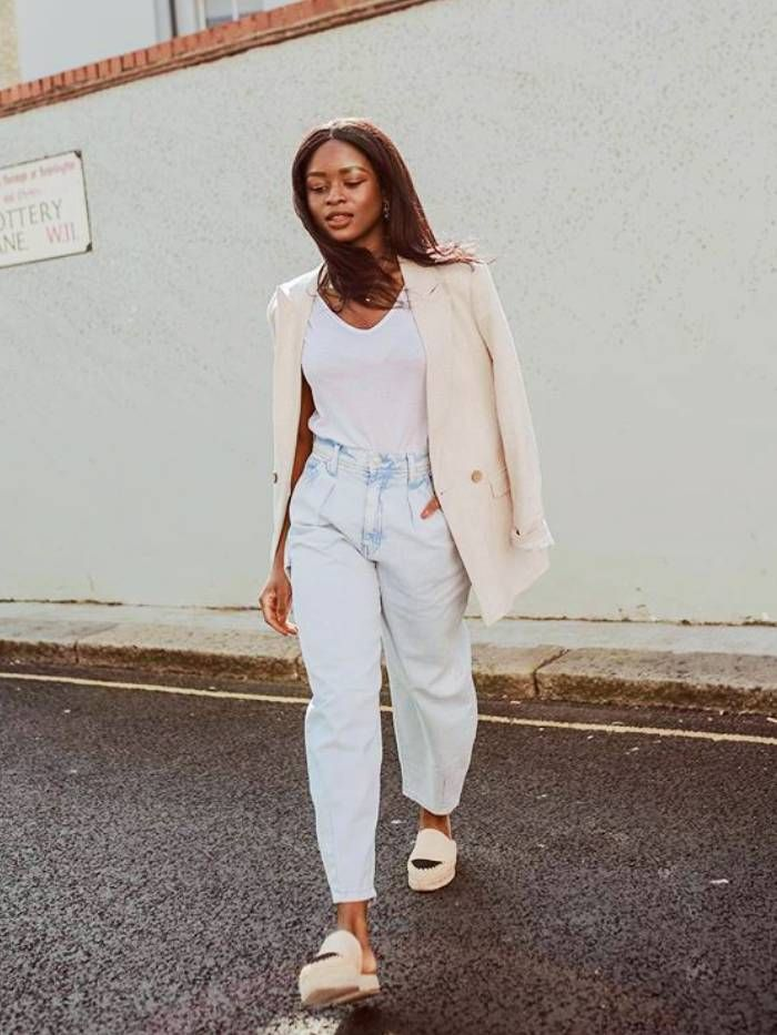 New denim trends: eniswardrobe wearing baggy jeans