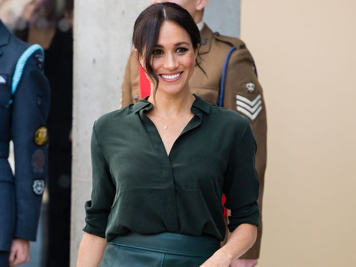 "5 ""Boring"" Basics Both Meghan Markle and Anna Wintour Wear"