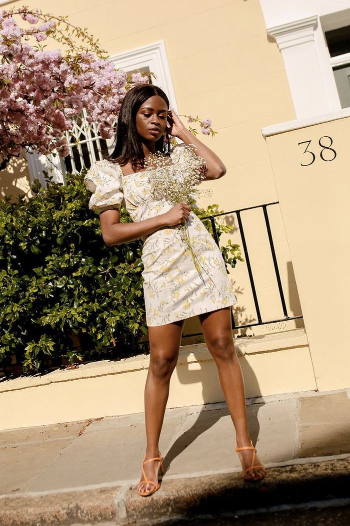 Summer dress and sandal outfits: Enis in floral mini