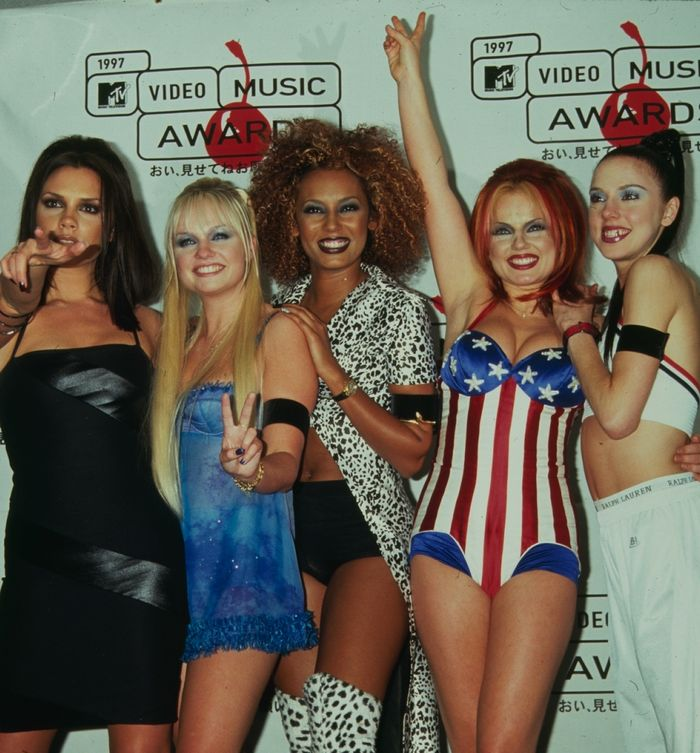 Best Spice Girls Beauty Looks: Spice Girls at VMA Awards in 1997