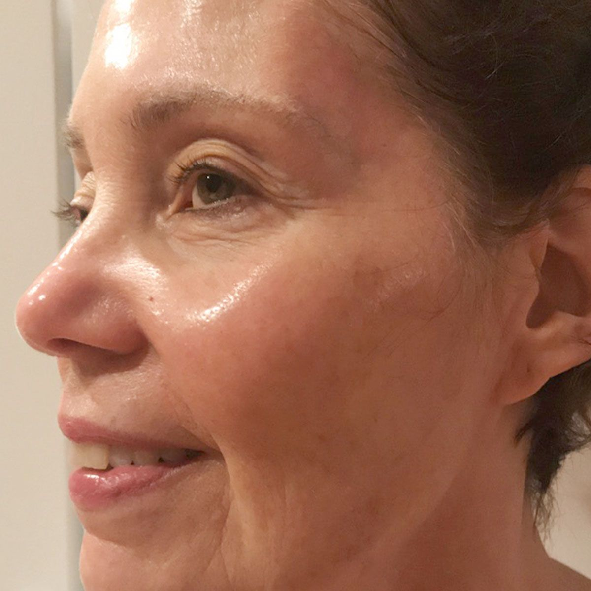 People Don't Believe My Mom Is 71—Here Are 8 Anti-Ageing Serums She Uses