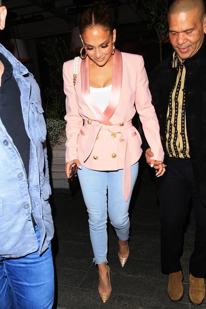 Jennifer Lopez blazer and skinny jeans