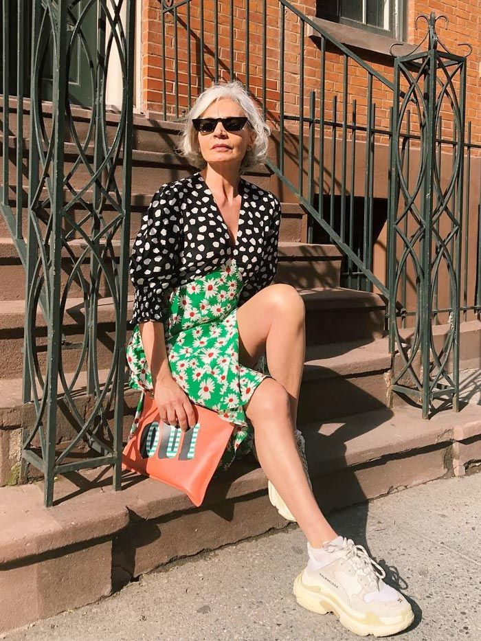 10 Stylish Sneakers Women Over 40 Are