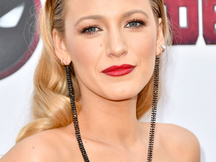 Blake Lively Officially Has a Bowl Cut—and You Need to See the Pics