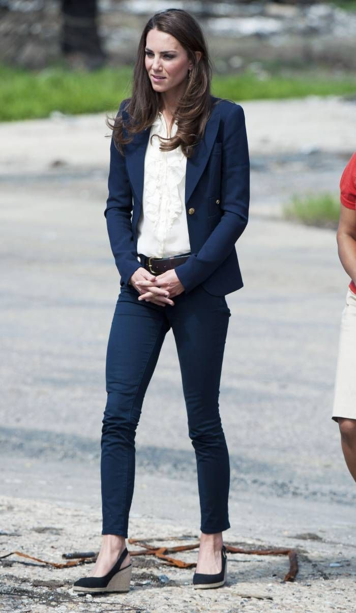 best black espadrilles: the duchess of cambridge wearing a slingback version