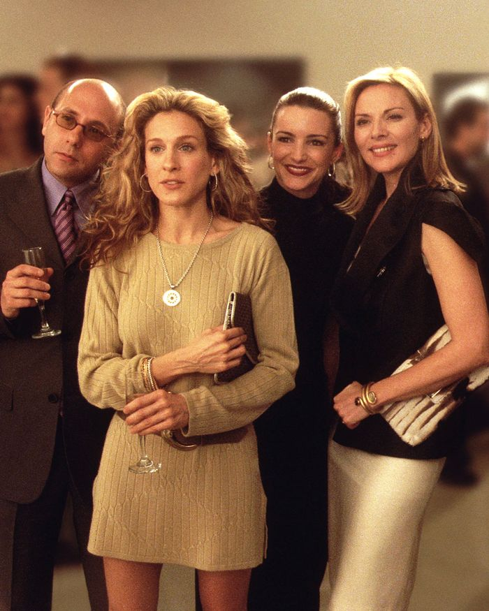 Bottega Veneta The Pouch Clutch Bag: Carrie Bradshaw carries a clutch in 2000s Sex and the City