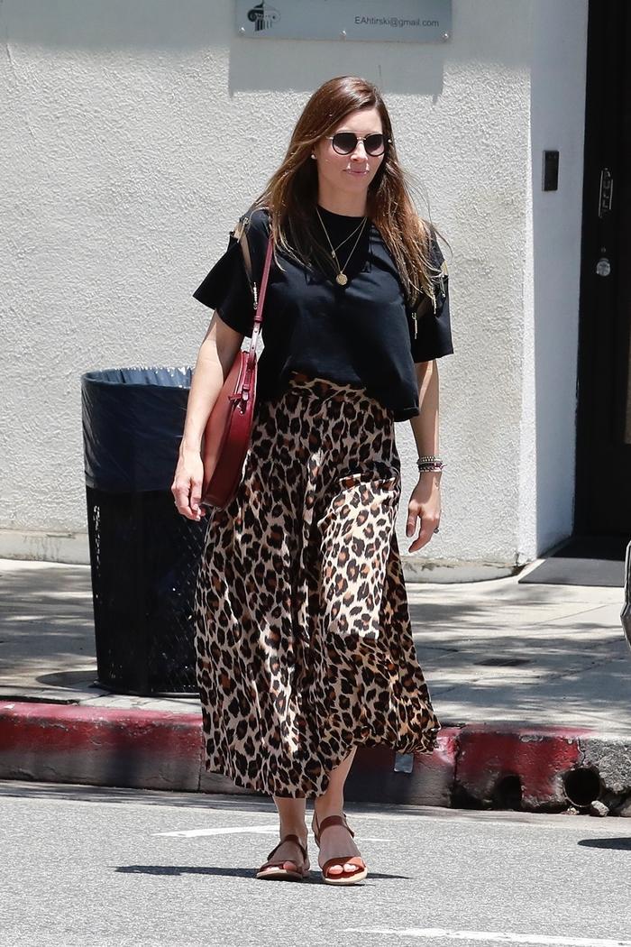 Jessica Biel summer It skirt