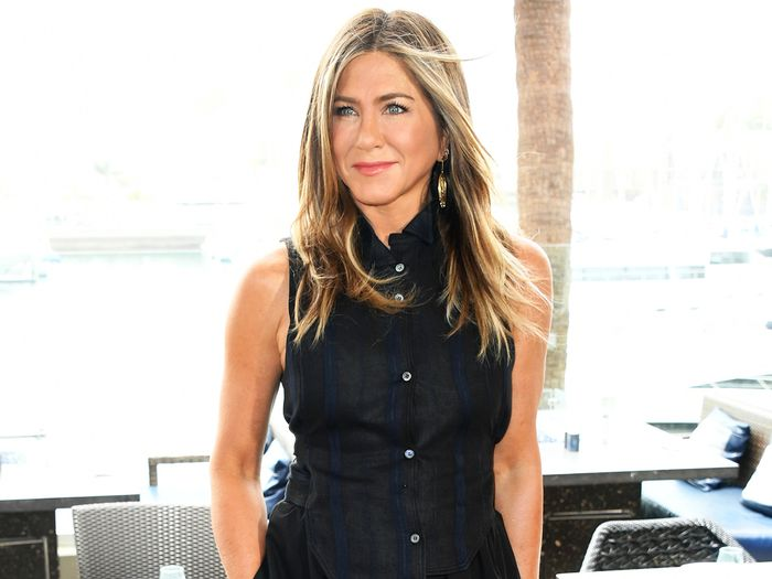 Jennifer Aniston Proved That Summer's Most Controversial Heel Trend Is Chic