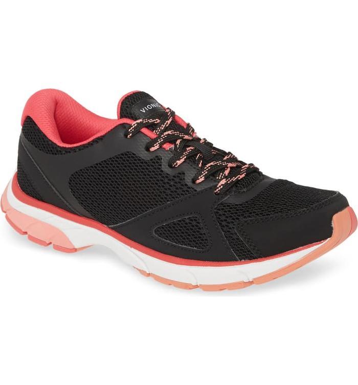 wide feet sneakers
