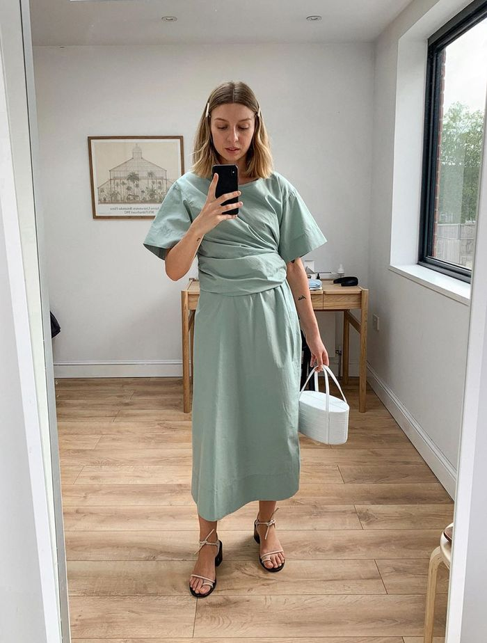 Minimalist Wedding Guest Outfits: Brittany Bathgate in a mint dress and white accessories