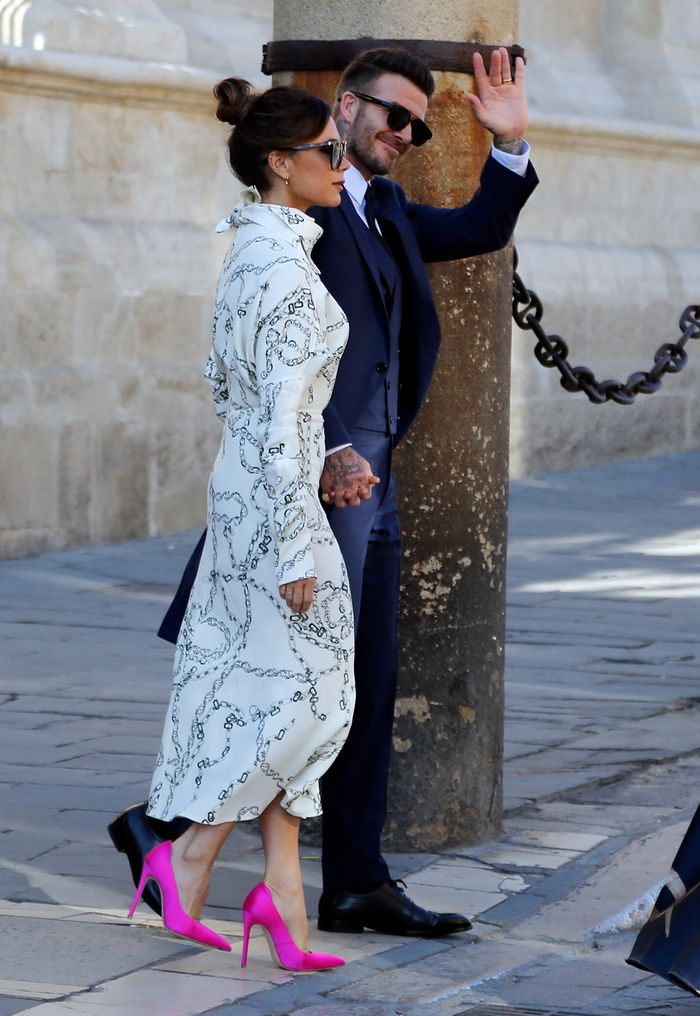 Victoria Beckham Summer style: Knot print dress and pink shoes