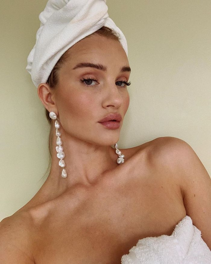 Rosie Huntington-Whiteley Summer Night Out Makeup: Rosie wearing pearl earrings and hair towel