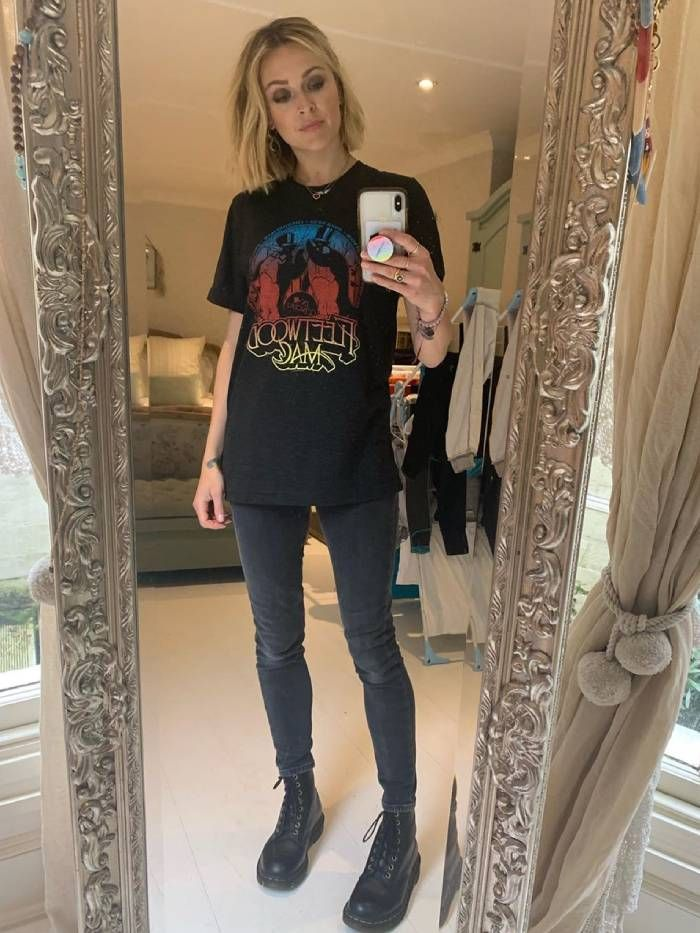 music festival outfits: fearne cotton in a black t-shirt, black skinny jeans and black boots