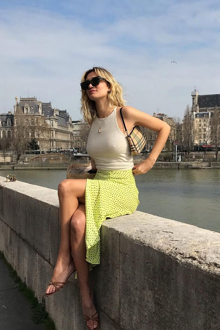 French summer outfits: Anne Laure in midi skirt and cami