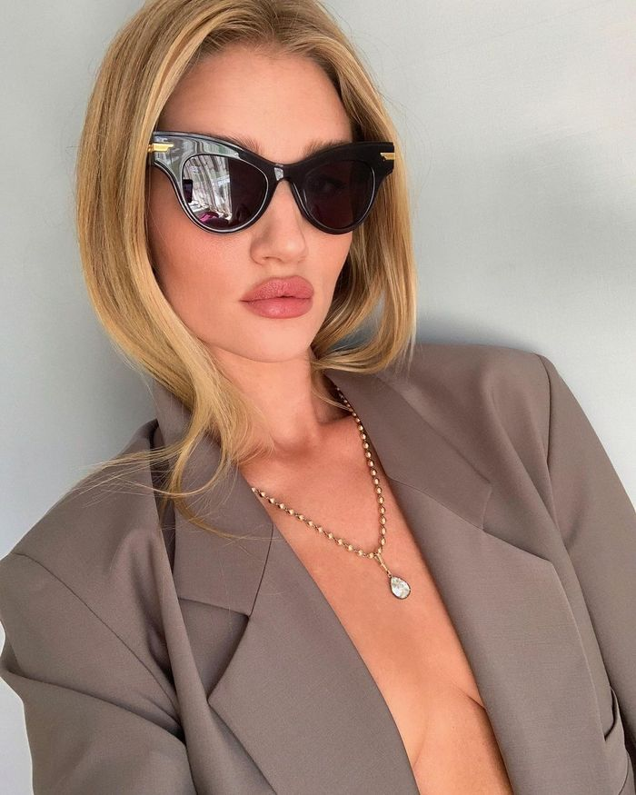Rosie Huntington-Whiteley Skin Routine: Rosie wearing sunglasses and blaze