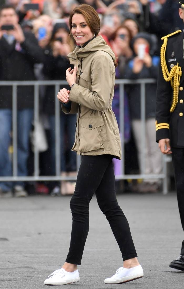 superga sneakers: kate middleton wearing superga sneakers with black skinny jeans