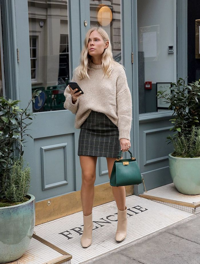 Best Frame Bags: @wethepeoplestyle carries a green frame bag