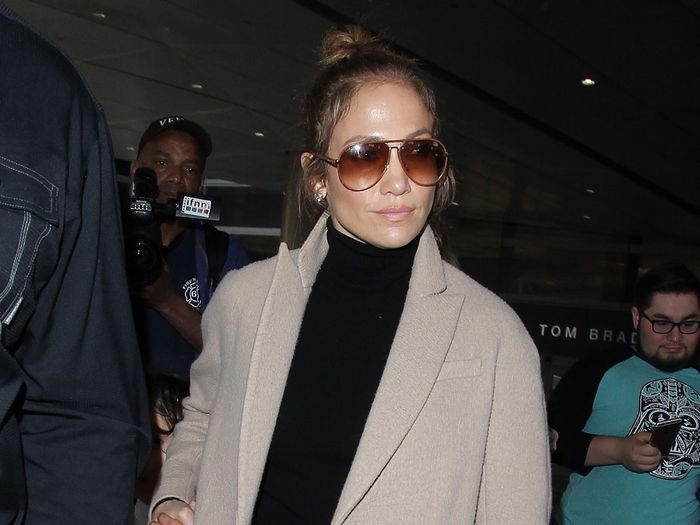 comfortable celebrity airport outfits