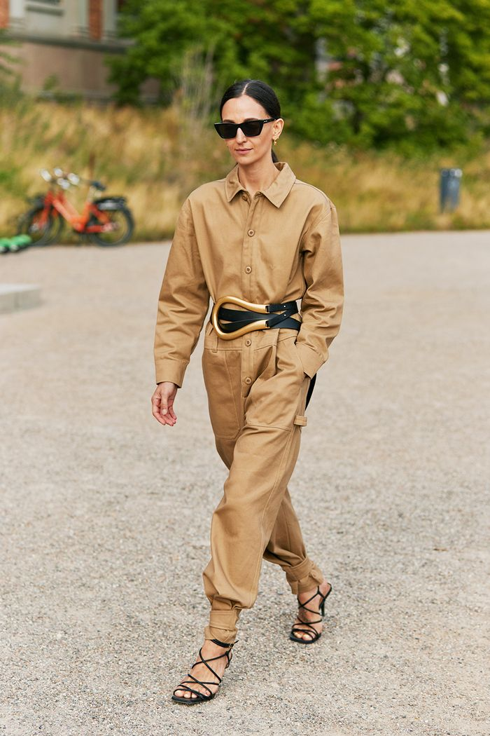 Utility fashion trend 2019: blogger in jumpsuit