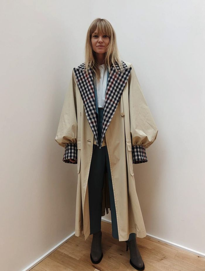 Trench Coat Outfit Ideas: @_jeanettemadsen_ in a check-trimmed JW Anderson trench