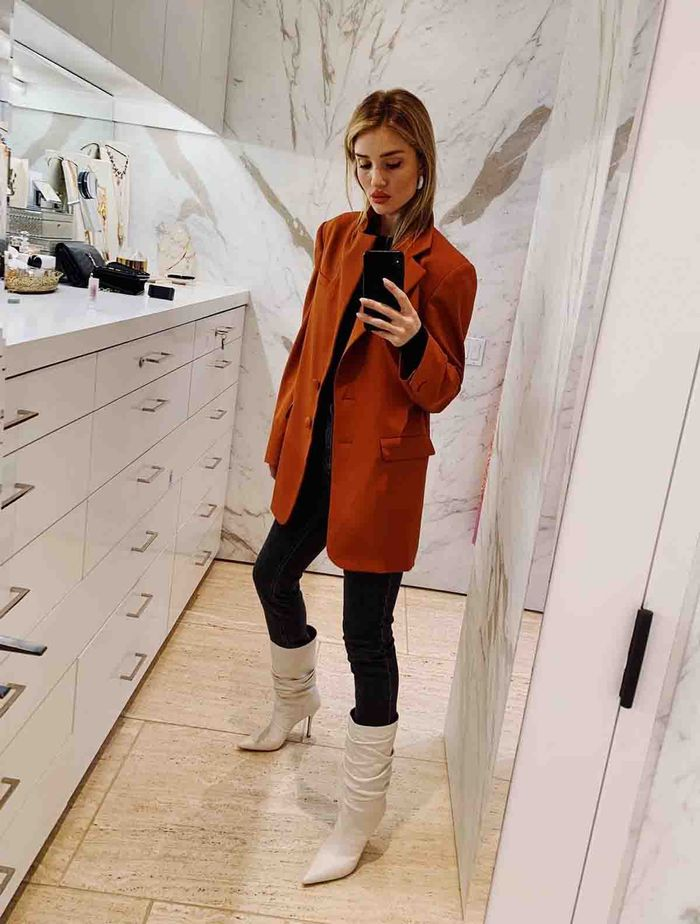 Celebrity Autumn Outfits: @rosiehw in a rust blazer and white boots