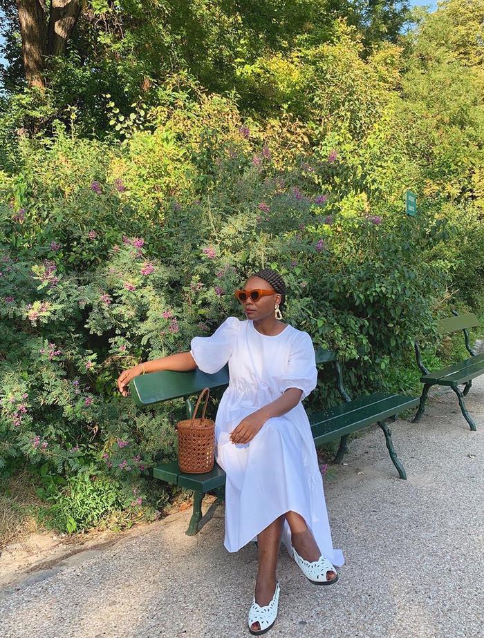French Zara Shopping Picks: @frannfyne wears a white oversized Zara dress