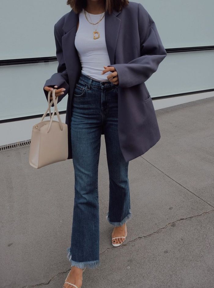 Affordable autumn outfits: blazer, jeans, white top and strappy sandals