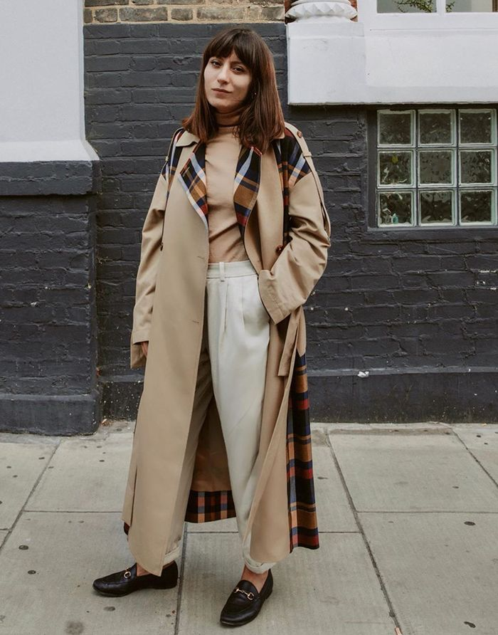 Basic autumn outfits: trench coat and loafers