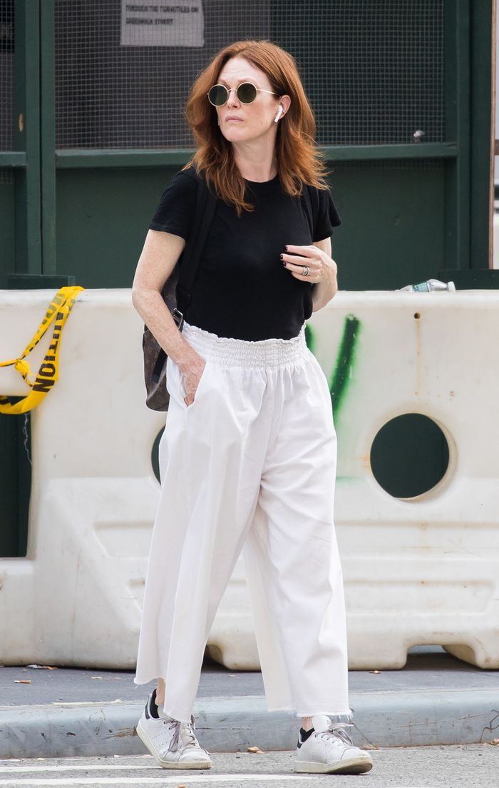 Best celebrity autumn outfits: Julianne Moore in t shirt and white trousers