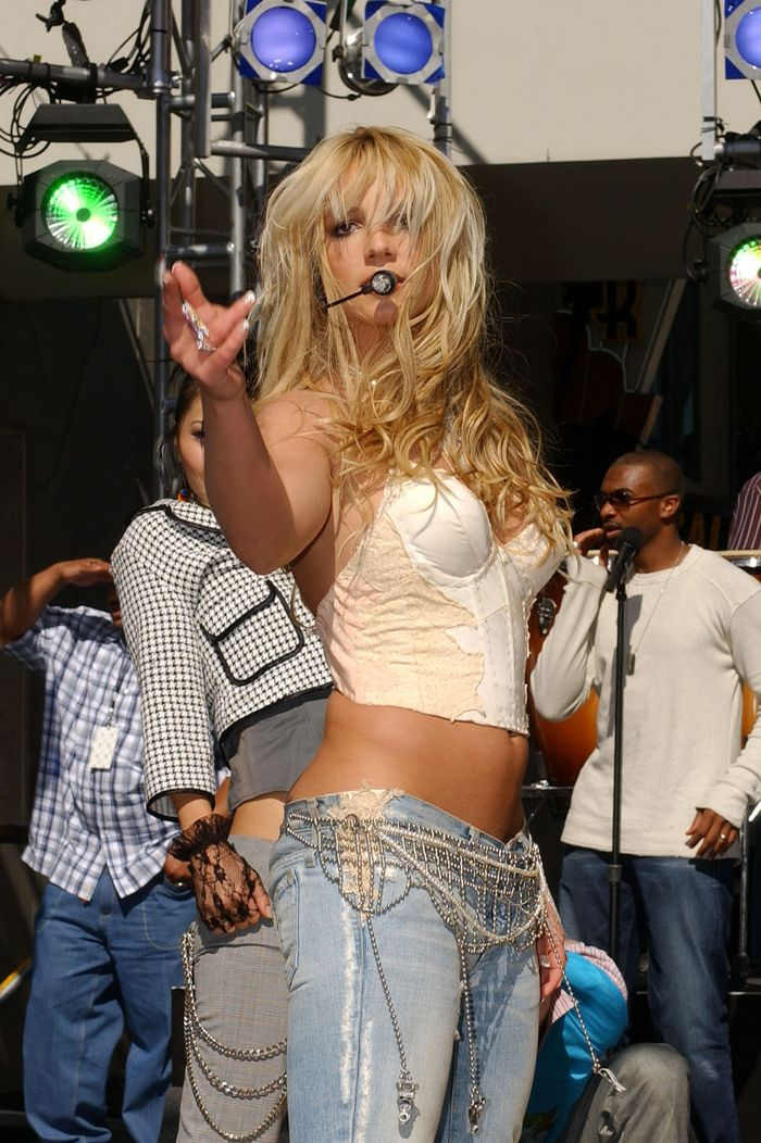 britney-spears-outfits-282532-1568737617