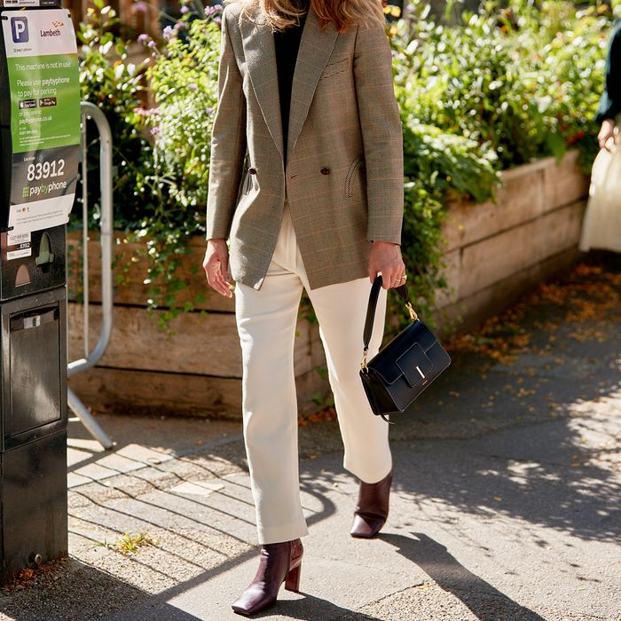 London Street Style Blazer Boots Jeans