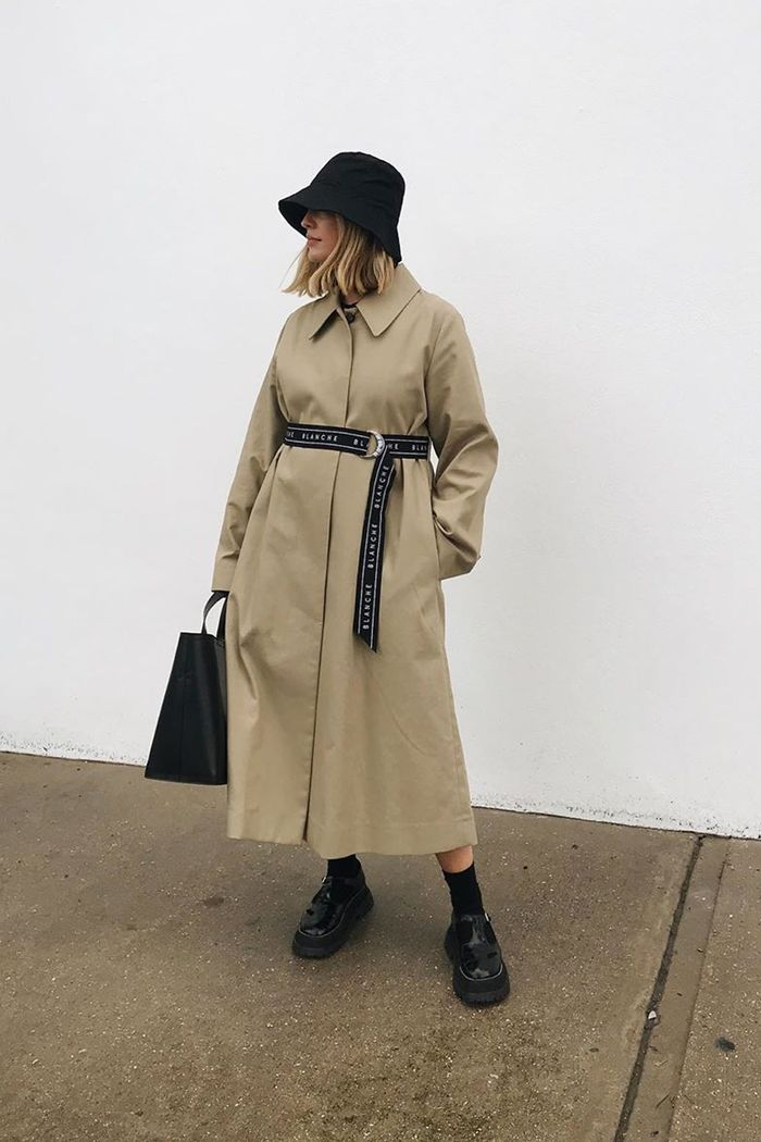 Maxi coats: Alexis Foreman in maxi trench coat