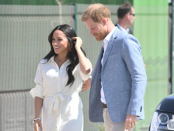 Meghan's Current Capsule Wardrobe Relies on This Dress-and-Shoe Combo