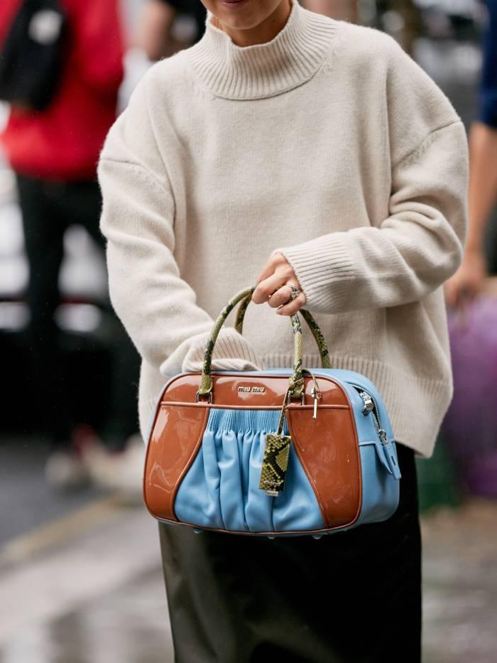 Best beige jumpers: street style at fashion week