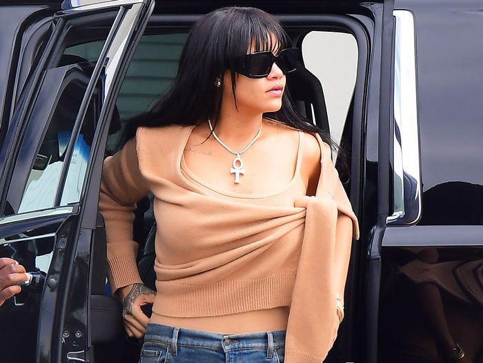 Rihanna Wore Skinny Jeans With the Sweater Style That Always Looks Expensive