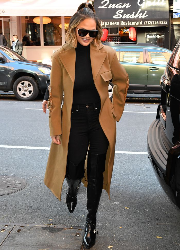 Chrissy Teigen Basic Outfit With Camel Coat