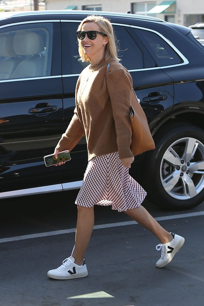Reese Witherspoon Veja sneakers