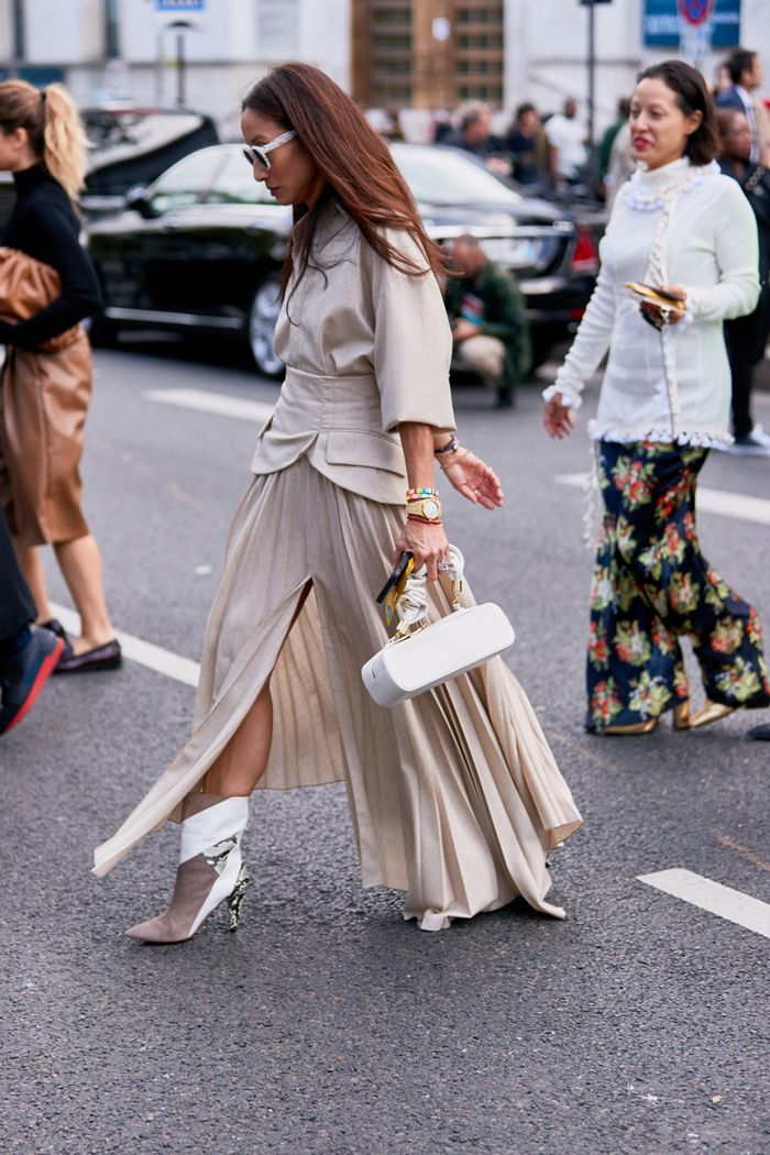 Pleated skirt outfits