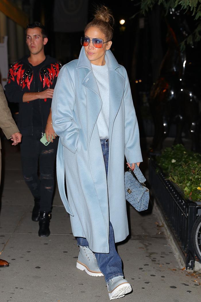 Jennifer Lopez casual jeans