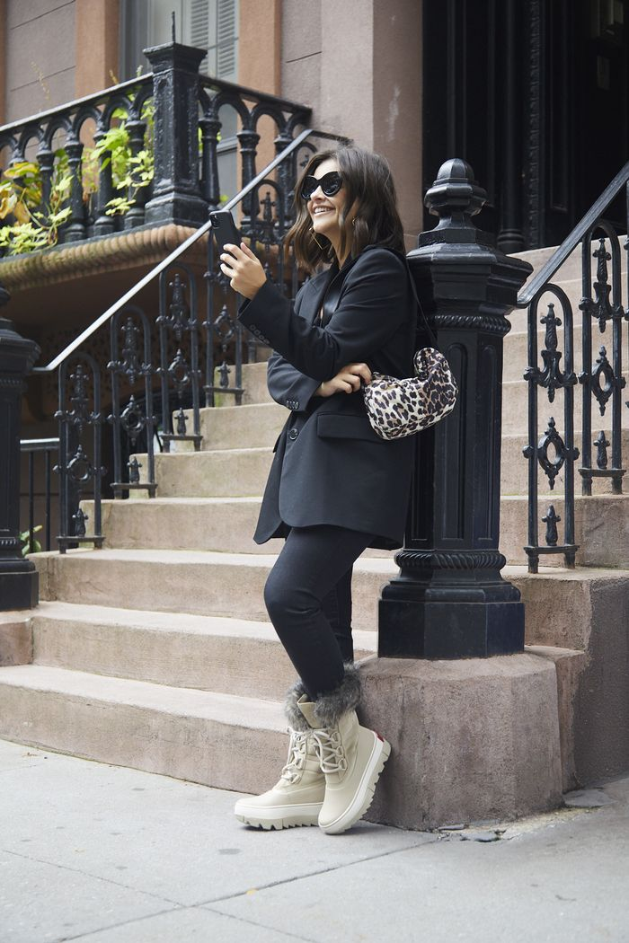 3 Ways New Yorkers Are Styling Neutral Boots Right Now