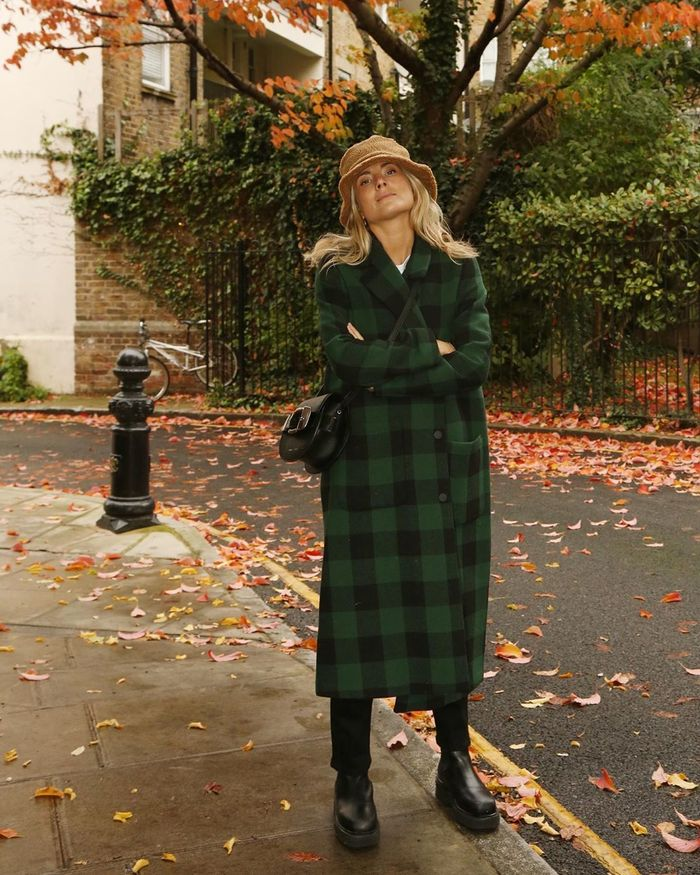 Winter Microtrends 2019: @lucywilliams02 wears a lumberjack check coat