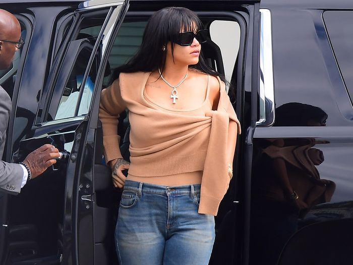 7 Celebrity Jean Outfits That Are Too Easy Not to Copy
