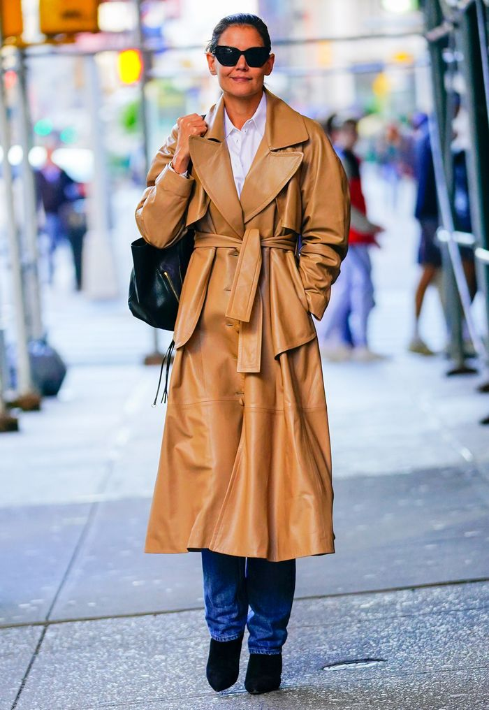 Katie Holmes winter basics: trench coat and jeans and boots