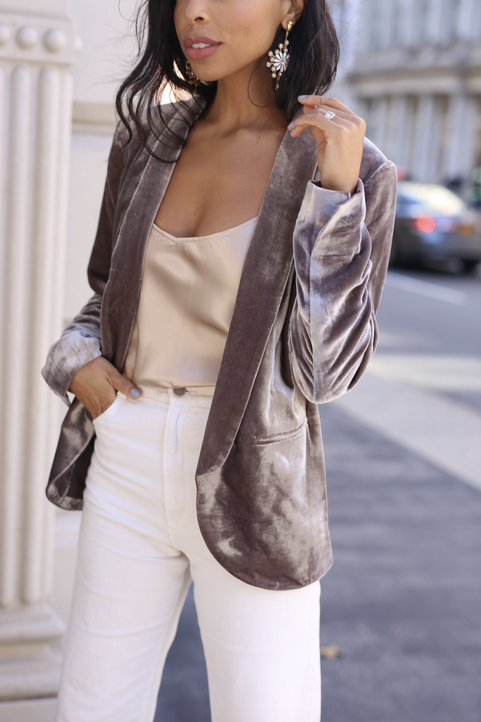 white denim blazer outfit