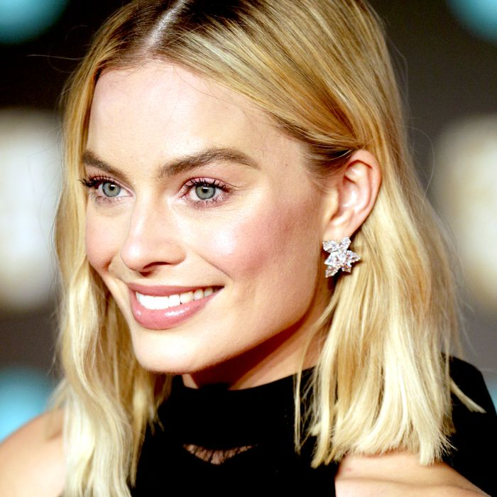 7 Reasons Margot Robbie's Skin and Makeup Always Look Flawless