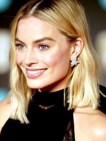 Margot Robbie Red Carpet Makeup: Margot with blonde lob