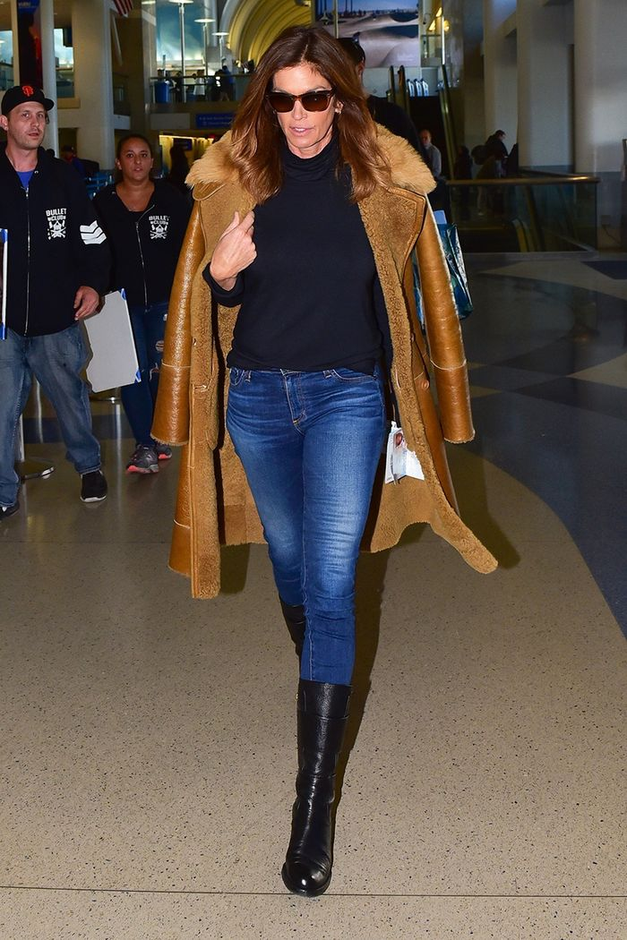 Cindy Crawford airport skinny jeans