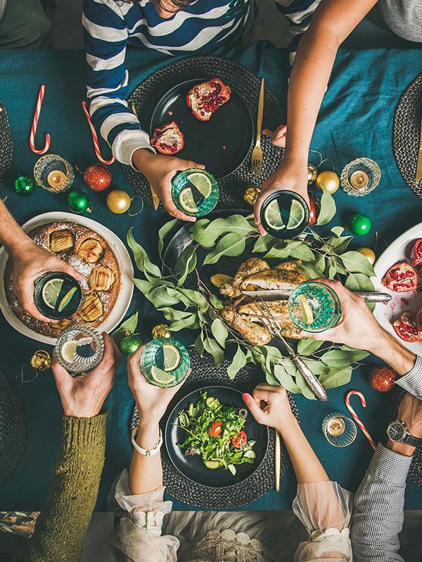 8 Easy Etiquette Tips for Your Next Family Dinner