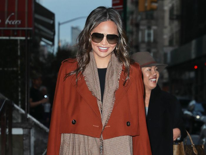 How to Look as Stylish as Chrissy Teigen Does in Skinny Jeans
